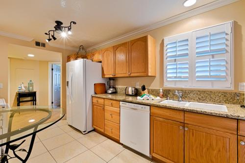 DP-4 Ritz Pointe Condo Two-Bedroom Apartment - Dana Point, CA 92629