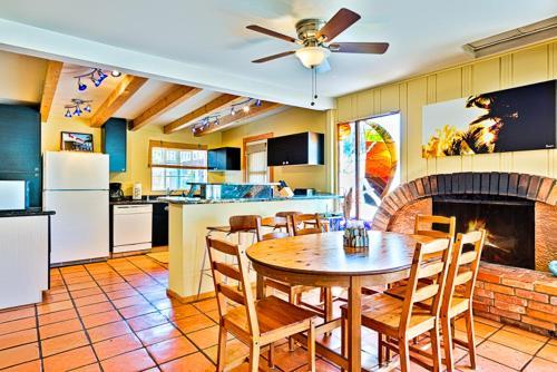#363 - Poolside Paradise Three-Bedroom Holiday Home - La Jolla, CA 92037