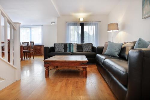 Spacious And Modern 3 Bedroom Apt. Near Canary Wharf