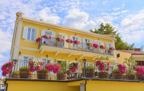 . Frajona Apartments