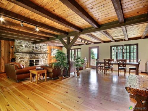 Spacious Rustic Country House In Qc Canada