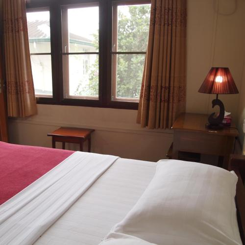 HotelBike World Explores Myanmar Inn