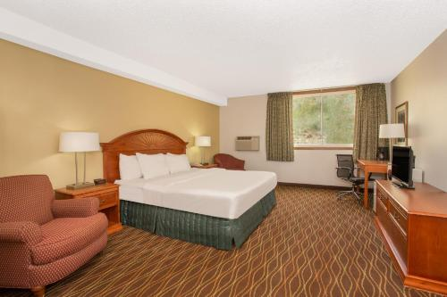 Days Inn By Wyndham Silverthorne - Silverthorne, CO 80498