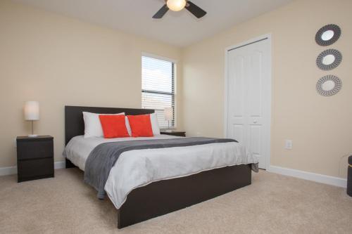 CHAMPIONS GATE - 6 BED VILLA WITH PRIVATE POOL - Davenport, FL 33896