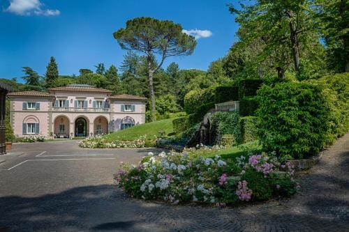 Viale Machiavelli 18, Florence, 50125, Italy.