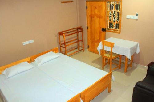 Hotel Atna, Karachchi