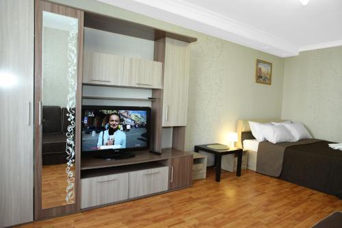 . Apartment on Elninskay 18