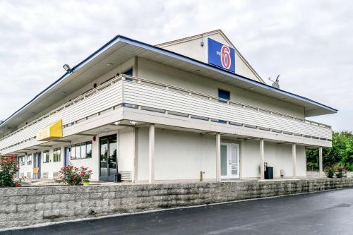 Motel 6 Florence - Florence, KY 41042