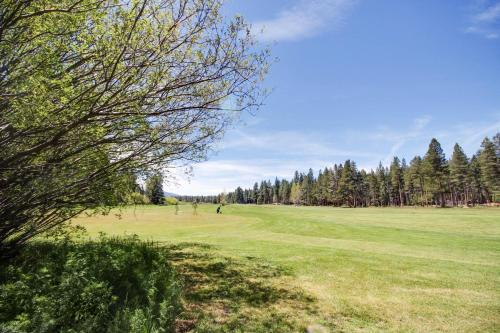 Family Home Between The Fairways With Views! - Lake Tahoe, CA 96150