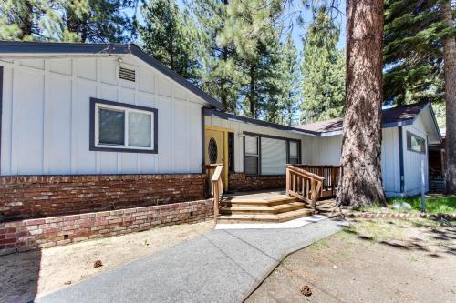 California Pines Family Home - Lake Tahoe, CA 96150