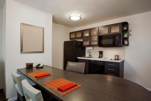 Candlewood Suites - Lancaster West - Lancaster, PA 17603