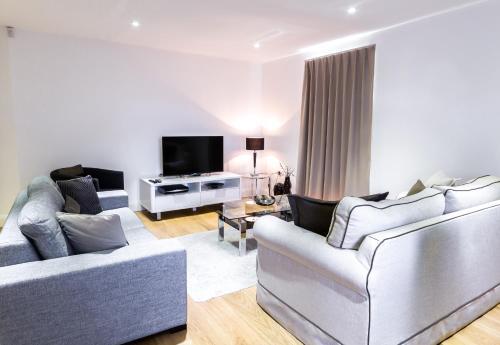 . Surbiton Hills Apartment