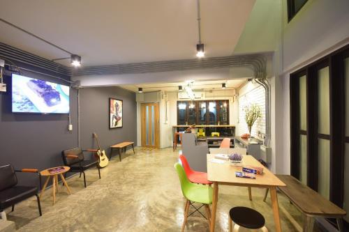 The Chatbox Silom Hostel photo 4