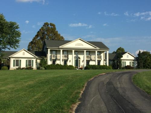 The B & B At Queenslake - Georgetown, KY 40324
