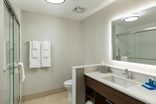 Holiday Inn Express - Visalia - Visalia, CA 93277