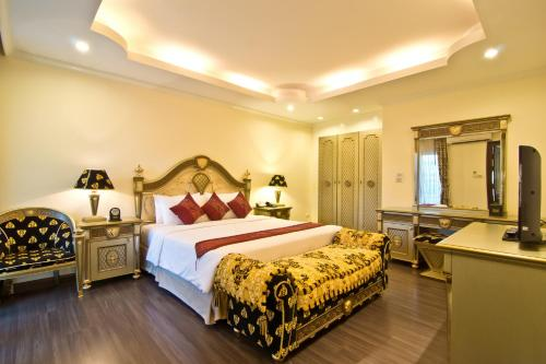 Special Offer - Versace Suite