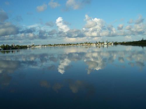 Floating Sea Cove Resort And Marina