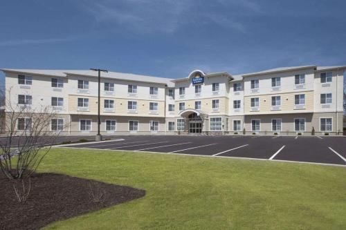 Days Inn & Suites by Wyndham Altoona - Hotel