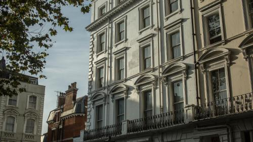 25 London Street, London, W2 1HH, England.