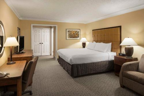 Crowne Plaza Louisville-Arpt Ky Expo Ctr - Louisville, KY 40209