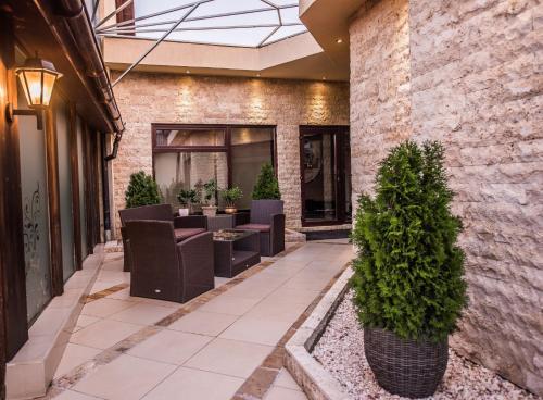 . H & V Residence - Split Level Apartment