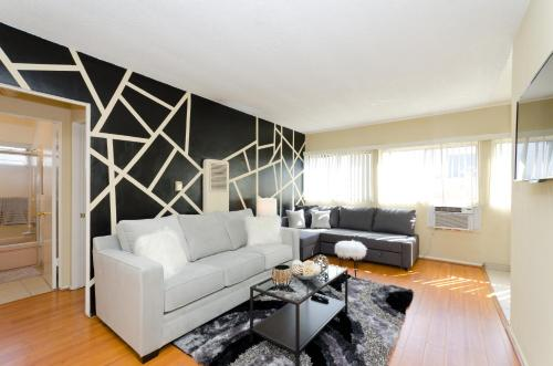 Fabulous 1 Br Walk Of Fame Apartment