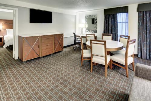 DoubleTree by Hilton Milwaukee Downtown - Milwaukee, WI WI 53203