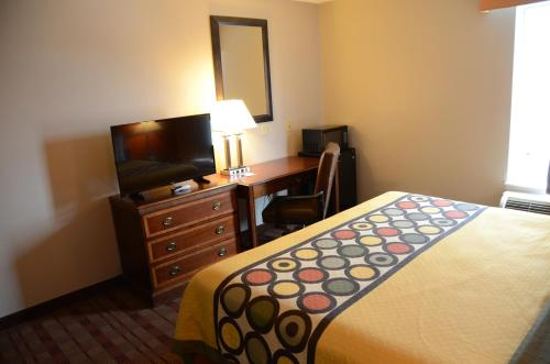 Super 8 By Wyndham Louisville/Expo Center - Louisville, KY 40209