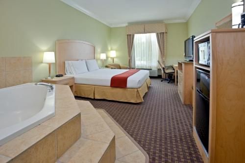 Holiday Inn Express Hotel & Suites Vacaville - Vacaville, CA 95687