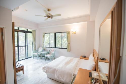 . Hu Shan Hot Spring Hotel