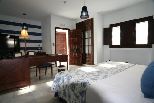 Suite Junior (3 adultos) Palacio San Bartolomé 18