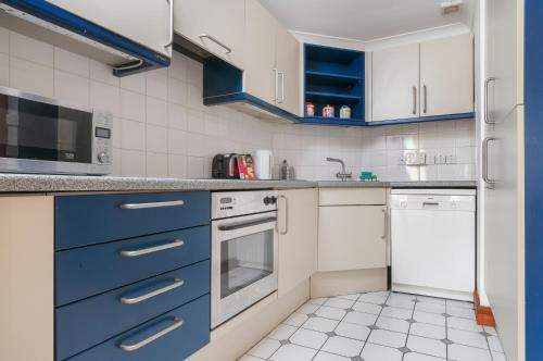 Lovely 2 bed in Dean Village with Private Parking photo 25