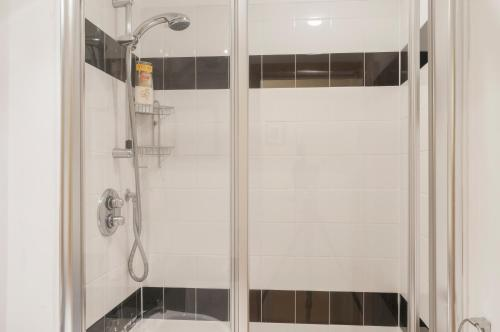Lovely 2 bed in Dean Village with Private Parking photo 26
