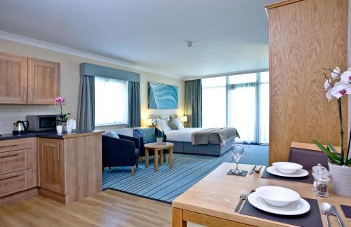 De Vere Cotswold Water Park Apartments - Photo 3 of 24