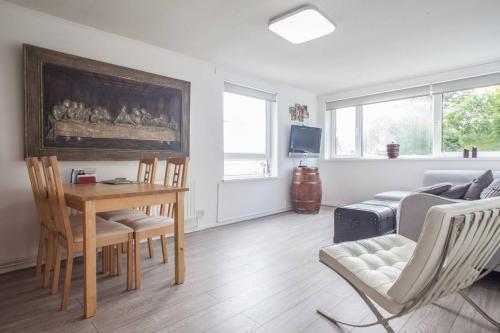 Room In An Apartment Near Luton Airport