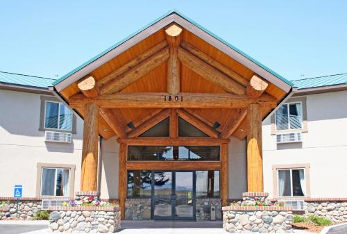 . Cody Legacy Inn & Suites