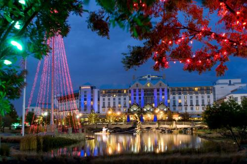 Gaylord Texan Resort and Convention Center - Accommodation - Grapevine