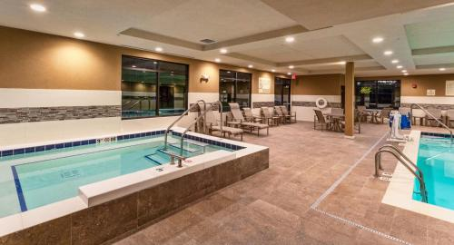 Hampton Inn & Suites Duluth North/Mall Area Mn - Duluth, MN 55811