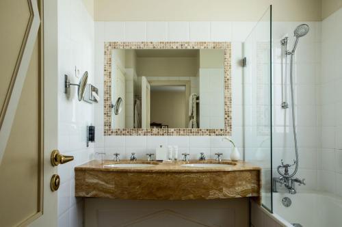 Hôtel Brighton - Esprit de France Улучшенный двухместный номер с 1 кроватью
