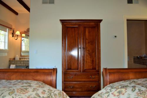 Vineyard Country Inn - Saint Helena, CA 94574