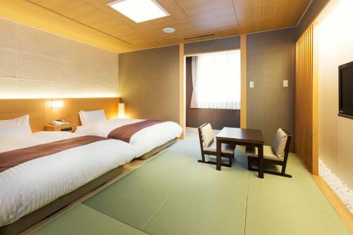 Standard Room with Tatami area and Mountain View - Shared Bathroom