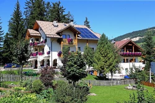 Apartments Lasteis Alta Badia-La Villa/Stern
