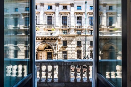Opera Balkony Luxury Apartment photo 3