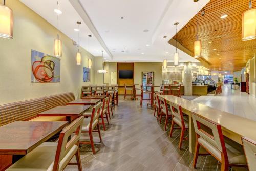 DoubleTree by Hilton Anaheim/Orange County - Orange, CA CA 92868-3204