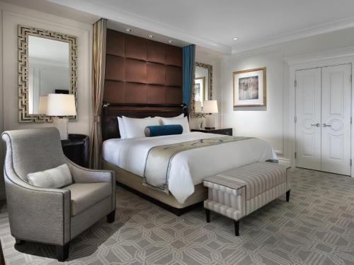 Palazzo Luxury Suite with a King Bed - Free Parking