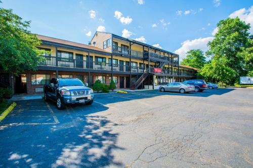 Red Carpet Inn And Suites Meriden - Meriden, CT 06450