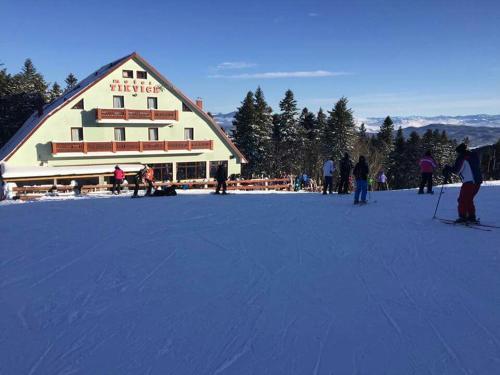 . Hotel Adria Ski