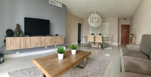 Beautiful Apartments On The Beach At The Tides - Hollywood, FL 33019
