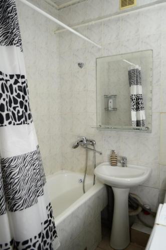 Apartment on Petropavlivs'ka 90, Sums'ka