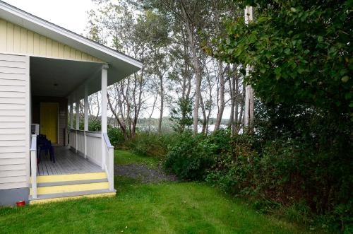 Trailsman Lodge & Cape Breton Fried Chicken - Baddeck, NS B0E1B0